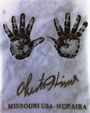 La huella de sus manos en el Memorial de Moraira